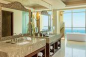 lux3562gb-149130-RoyalSuite-Bathroom