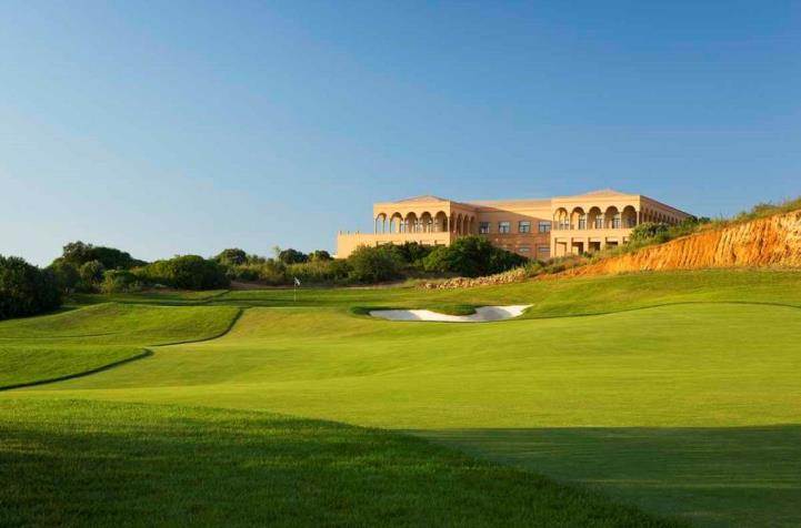 Stunning views on the approach at Amendoeira Golf Resort