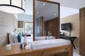 AVIL_Adult_Pool_View_Bathroom_01_G_A_M