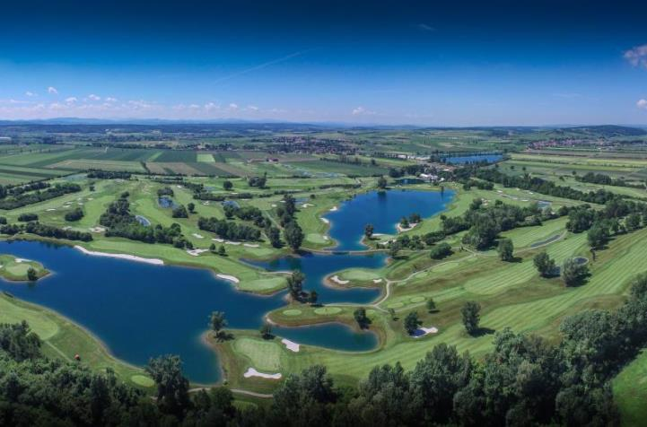 The magnificent lakes at Diamond Country Club