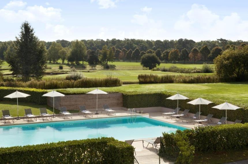 Book a golf holiday to dolce chantilly paris france for Outdoor swimming pool paris