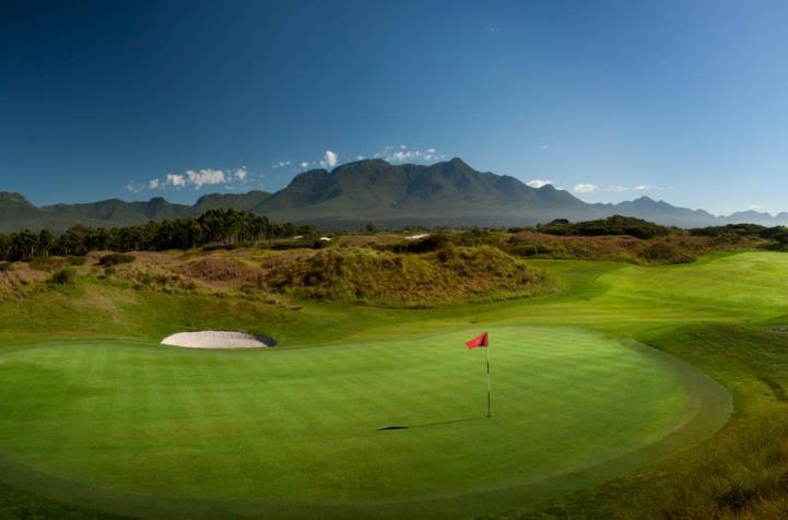 16th-hole-links-course-at-fancourt